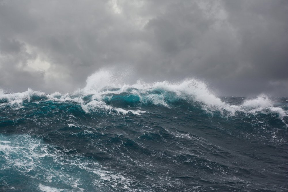 Sea-wave-in-north-part-of-Atlantic-ocean-during-storm.thumb.jpg.d9fcdada0c1077dc10cf120a6ebb7380.jpg